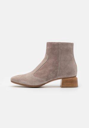 Kotníkové boty - universo