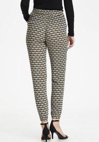 Kaffe - ROKA AMBER PANTS - Trousers - grape leaf  fan print - 2