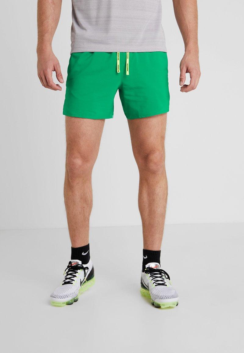 Nike Performance - AIR FLEX STRIDE - Sports shorts - lucid green/silver