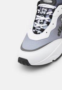 Ellesse - MASSELLO - Sneakers - white/black - 5