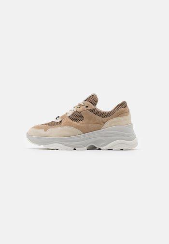 SLFGAVINA TRAINER - Sneakersy niskie - sand