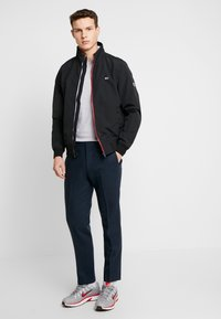Tommy Jeans - ESSENTIAL JACKET - Giacca leggera - black - 1