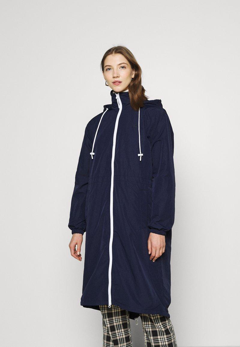 Lacoste - Classic coat - navy blue/white