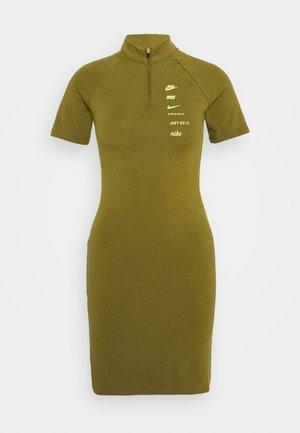 DRESS - Žerzejové šaty - olive flak/volt