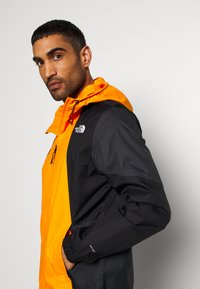 The North Face - MEN'S FARSIDE JACKET - Hardshelljacka - flame orange - 3