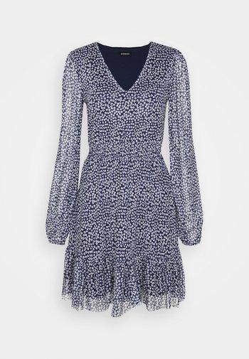 CINTERED V NECK ALL OVER MESH MINI VOLANT DRESS - Vestito estivo - dark blue