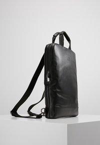 Moleskine - CLASSIC DEVICE BAG VERT - Rugzak - black - 3