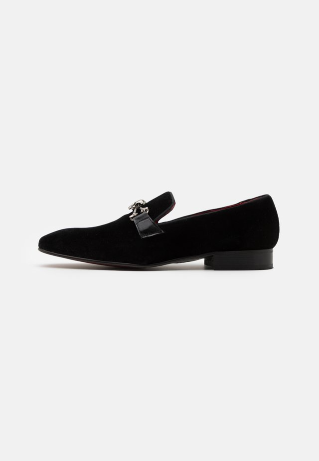 JUNG SKULL SNAFFLE LOAFER - Slippers - black