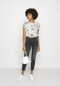 Rich & Royal - LOVELY WITH FLOWER PRINT - Blouse - jade mint - 1