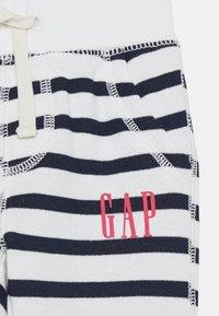 GAP - ARCH - Kalhoty - new off white - 2