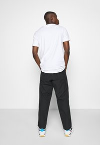 Levi's® - STAY LOOSE CLIMBER  - Broek - jet black - 2