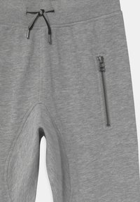 Molo - ASHTON - Tracksuit bottoms - grey melange - 2