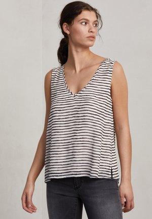 Top - o w/charcoal stripe