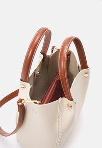 PARFOIS - SHOPPER BAG PEGGY SET - Handbag - ecru - 2