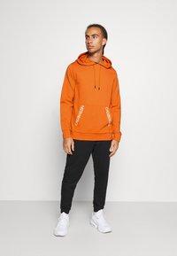 Calvin Klein Performance - HOODIE - Huppari - orange - 1