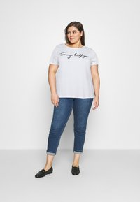 Tommy Hilfiger Curve - REGULAR GRAPHIC TEE - Print T-shirt - white - 1