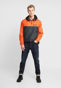 Timberland - HOODY - Windbreaker - spicy orange/black - 1