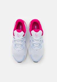 Nike Performance - RENEW RUN 2 GS - Neutrální běžecké boty - football grey/purple pulse/fireberry/thunder blue/white - 3