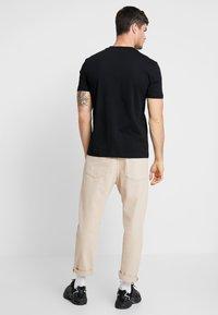 Calvin Klein - Jednoduché triko - black - 2