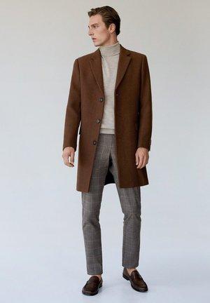 Zimní kabát - bruin