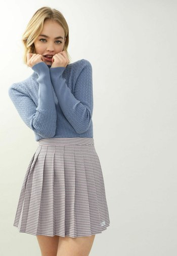 Stickad tröja - blau
