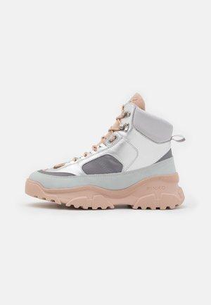 LOVE TREK - Sneaker high - grigio/argento