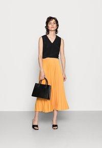 Rich & Royal - PLISSEE SKIRT - Pleated skirt - golden orange - 1