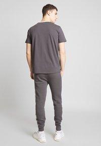 CLOSURE London - VERTICAL CUT SEW TEE - Print T-shirt - grey - 2