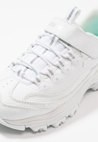 Skechers - D'LITES - Sneaker low - white/silver - 5