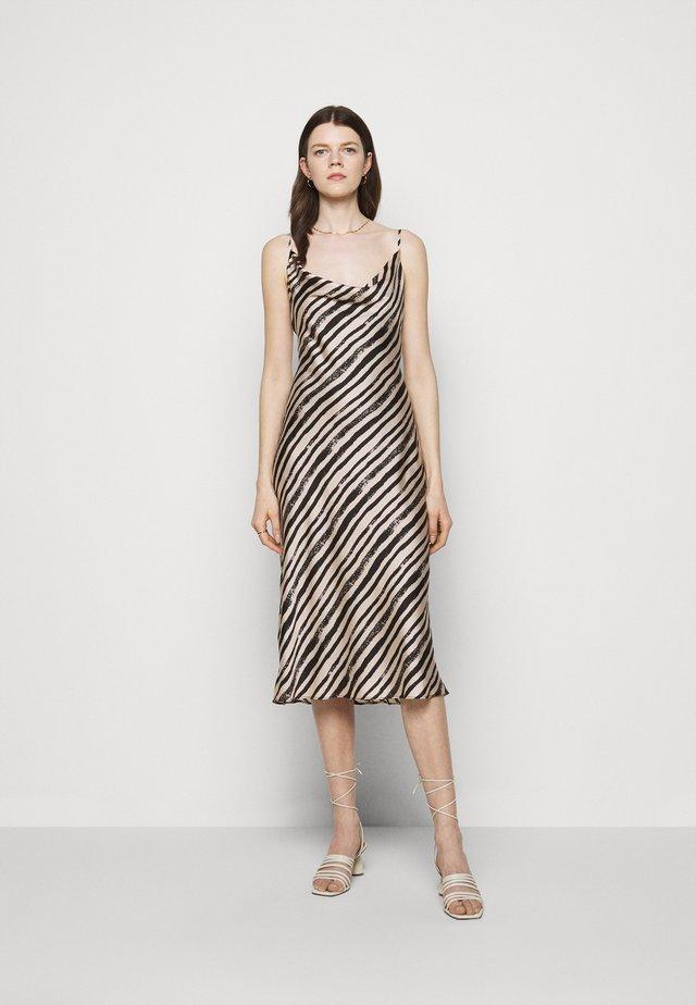 LOLA BRUSHSTOKE DRESS - Cocktailkjoler / festkjoler - blush/black