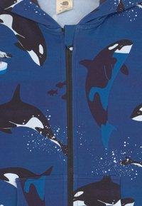 Walkiddy - PLAYFUL ORCAS UNISEX - Zip-up sweatshirt - dark blue - 2