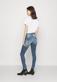 ONLY - ONLPOWER PUSH UP DESTROY - Jeans Skinny Fit - medium blue denim - 2