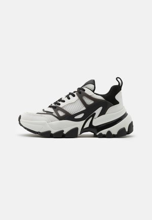 NICK TRAINER - Baskets basses - white/black
