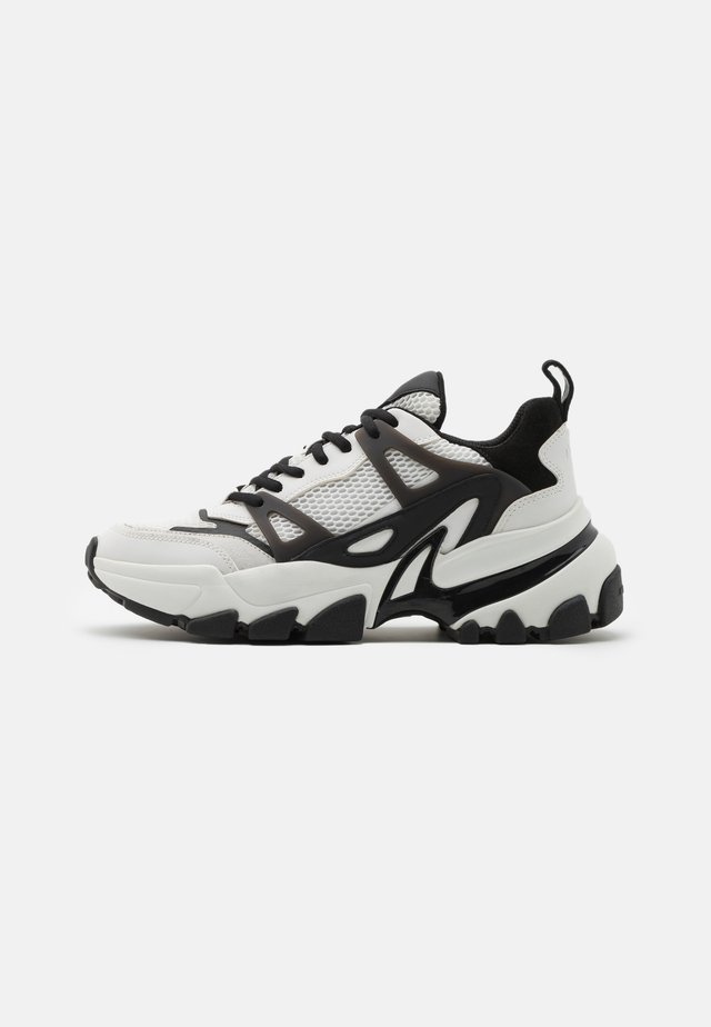 NICK TRAINER - Sneakers basse - white/black