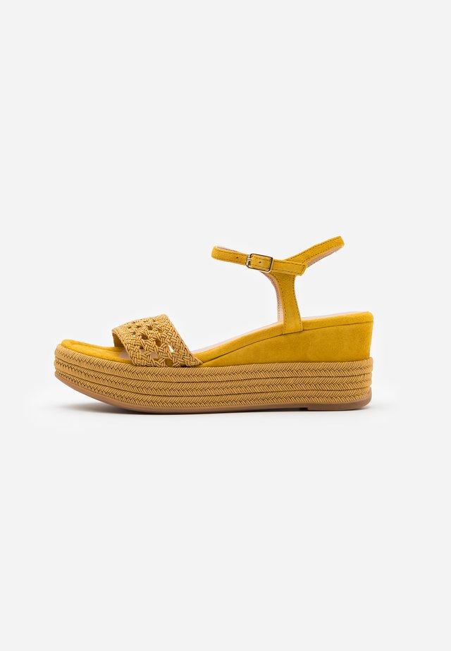 KISOME - Platform sandals - amber
