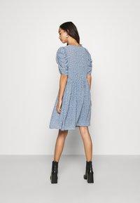 ONLY - ONLZOE DRESS - Denní šaty - faded denim - 2