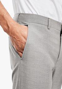 s.Oliver BLACK LABEL - Suit trousers - brown melange - 6