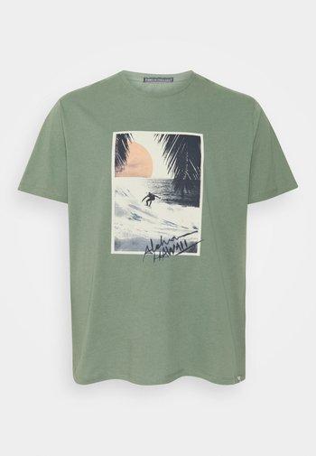 JORTAHOE TEE CREW NECK  - T-shirt med print - sea spray