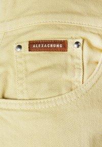 Alexa Chung - FLARED  - Široké džíny - faded yellow - 5