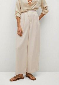 Mango - MOMA-A - Spodnie materiałowe - ecru - 0