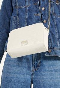 Bershka - MIT KETTE - Across body bag - white - 2