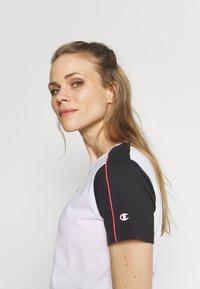 Champion - Camiseta estampada - white - 4