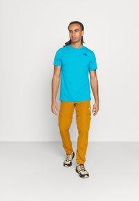 The North Face - FOUNDATION GRAPHIC TEE - Camiseta estampada - meridian blue - 1