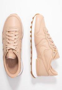 Nike Sportswear - INTERNATIONALIST PRM - Trainers - beige/white/med brown - 3