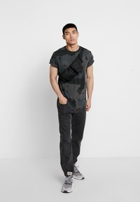 G-Star - SWANDO RELAXED RT S/S - Print T-shirt - black - 1