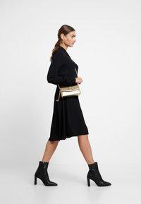 Minimum - BINDIE DRESS - Shirt dress - black - 4