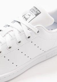 adidas Originals - STAN SMITH - Trainers - footwear white/grey three - 5