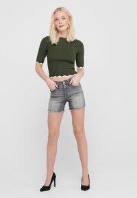 ONLY - ONLBLUSH  LIFE MID - Jeansshorts - grey denim - 1