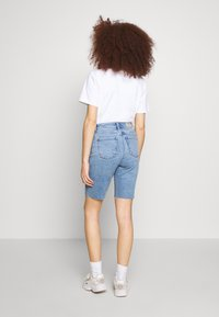 ONLY - ONLEMILY LONG  - Shorts di jeans - light blue denim - 2