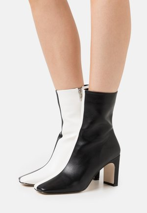 ELLERIE - Kotníkové boty - black/white